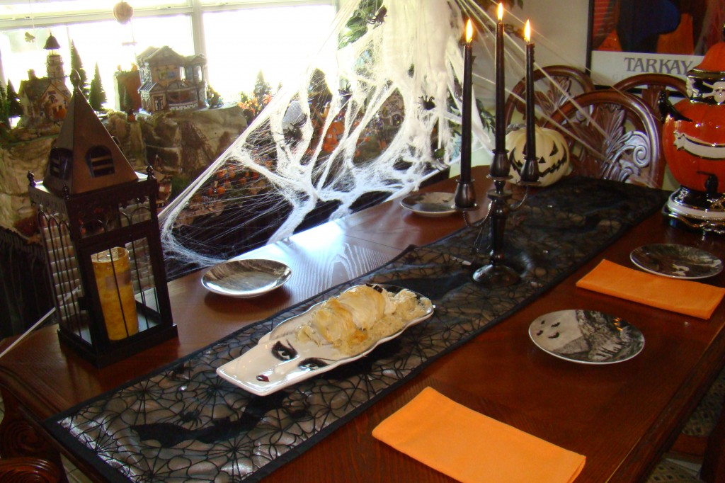 dinner table, Halloween theme